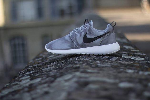 Nike Roshe Run Print Wolf Grey Black Dark Grey White Running Shoes Nike Nike Roshe Run Sneakers