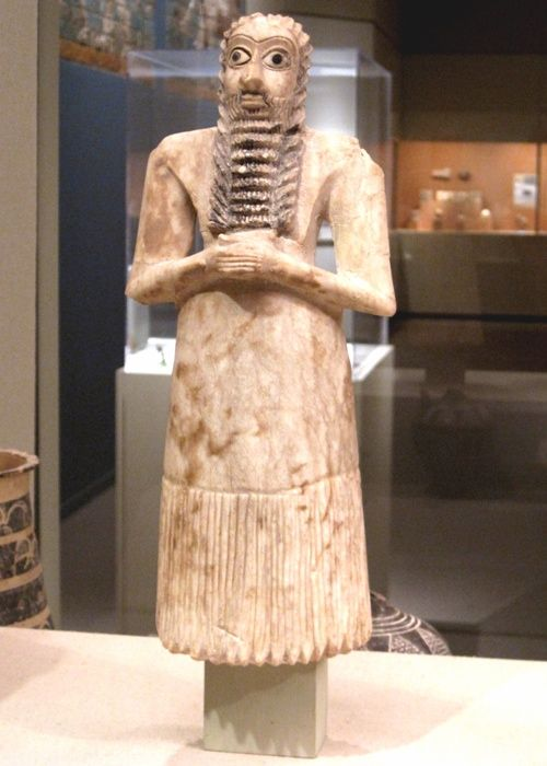 Statue of a bearded male worshiper from Ur's Early Dynastic Era (2650-2550 BC). The Metropolitan Museum of Art, New York City, NY.