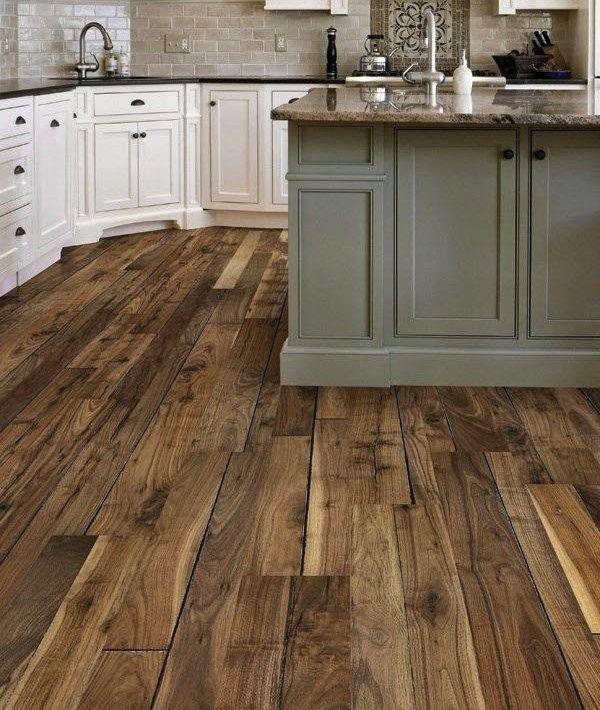 este piso de madera aunque no a todos les gusta por su aspecto ...