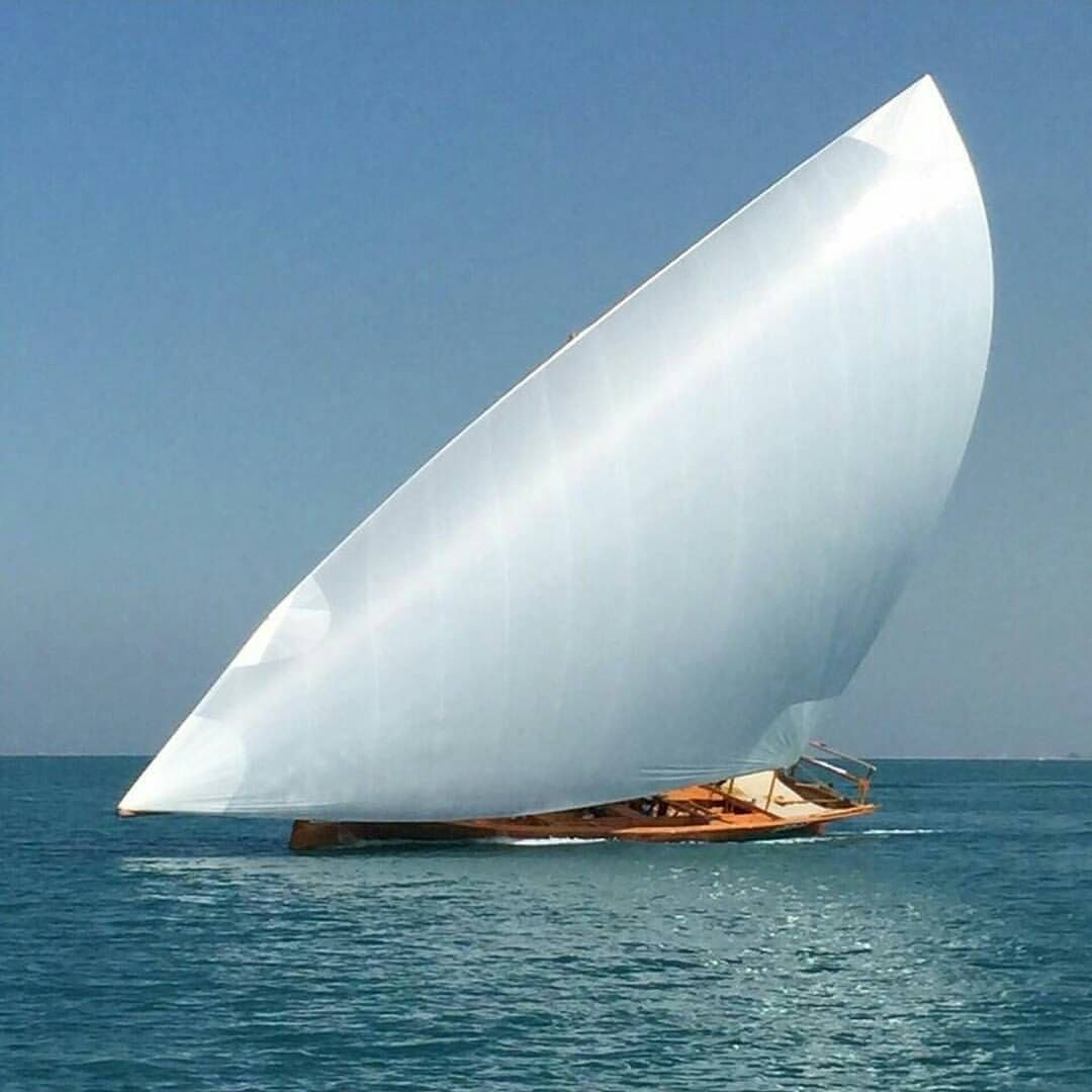 Arab Dhow Plumb Bow Extended Bow Sprit Raked Mast And Nominal Taper Aft Of The Beam A 600 Year Old Design That Prov Sailing Yacht Classic Sailing Sailing