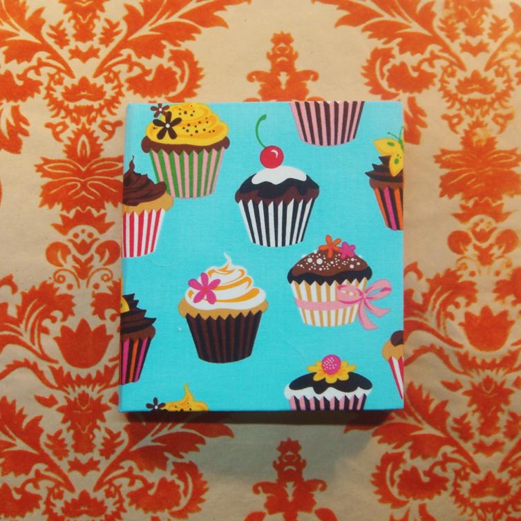 Cupcake lovers   www.catajaramillo.com www.facebook.com/catajaramillographic #illustration #fashion #fashionillustration #moda #notebooks #libretas #agendas