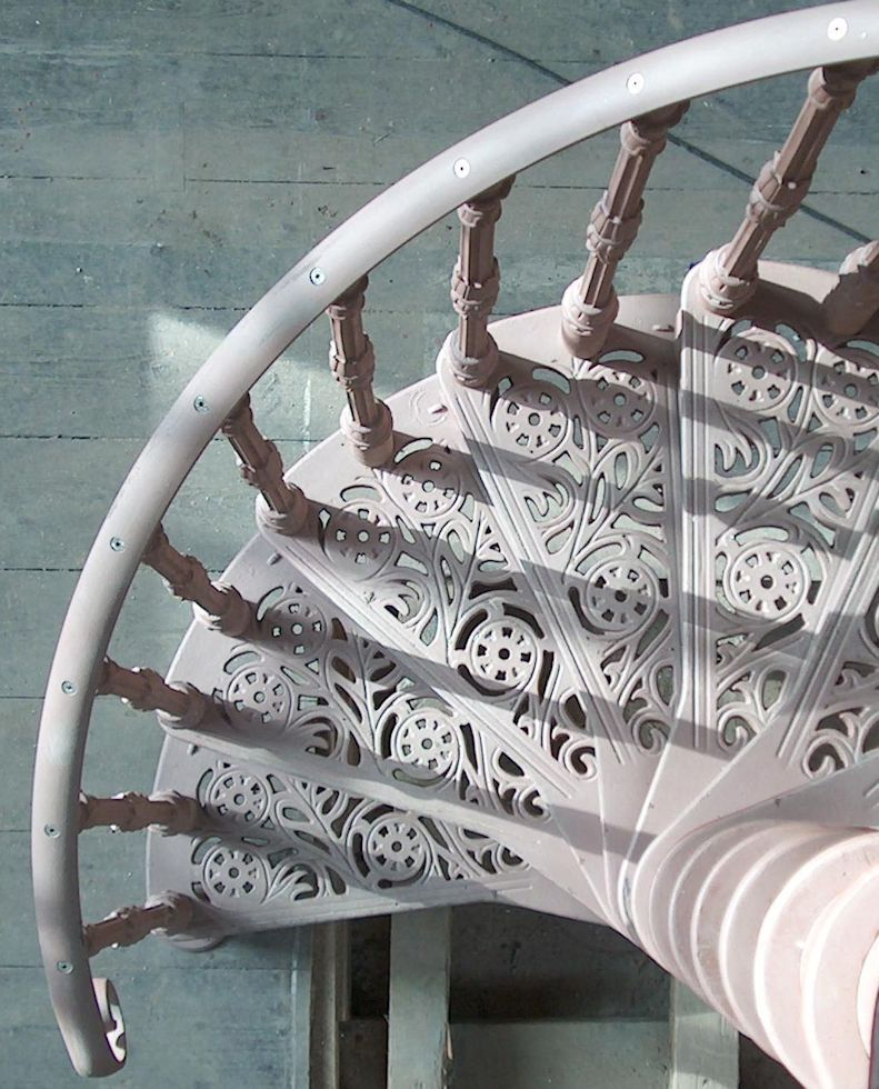 Best Cast Iron Spiral Staircase With Traditional Tread And 400 x 300