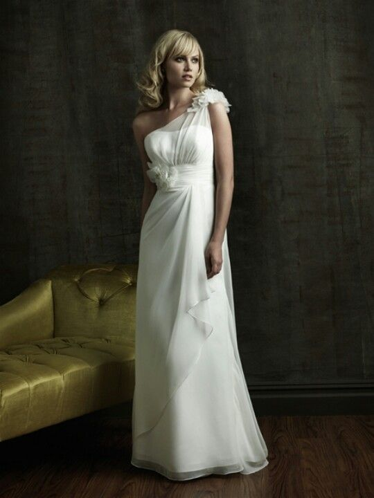 Love this dress! Absolutely Stunning. Perfect :)