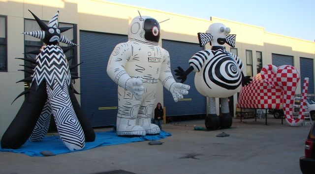 Inflatables being painted based on other artists' designs for the Light Festival 2009 in Melbourne. I contributed with the brush painting of these gigantic images. This was a very physical work, but very satisfying one, Credits are shared with the Inflatable company, the artists who gave the inspiration of these images and the labour of myself and other colleagues who participated in the brush painting job.