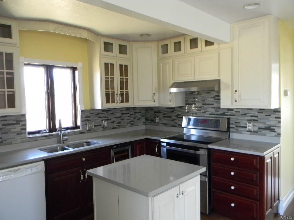 Great Kitchen In This Gorgeous Home For Sale Near Syracuse Ny Home Home Decor Kitchen