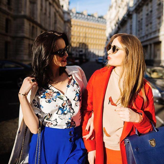 We're such girls...Love you @sashavero1 💋💄💅🏻🤳🏻🙌🏻🍷🌸❤💃👠👛👗@sashavero1 #girlpower #bff #colors #blue #red #spring #chic #girls #love #kiss #london #chasinglifeinheels #fashion #streetstyle #fashionblogger 📸 @anthony_bellon