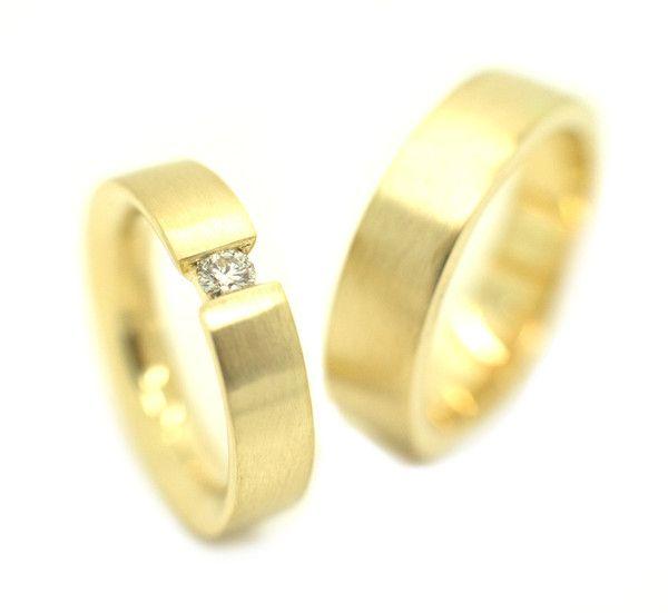 Gouden trouwringen met briljant geslepen diamant