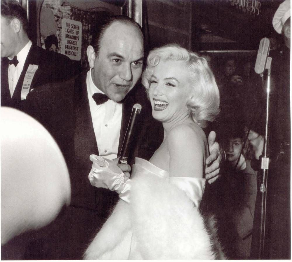 Marilyn Monroe With Frank Worth 1953 With Images Marilyn