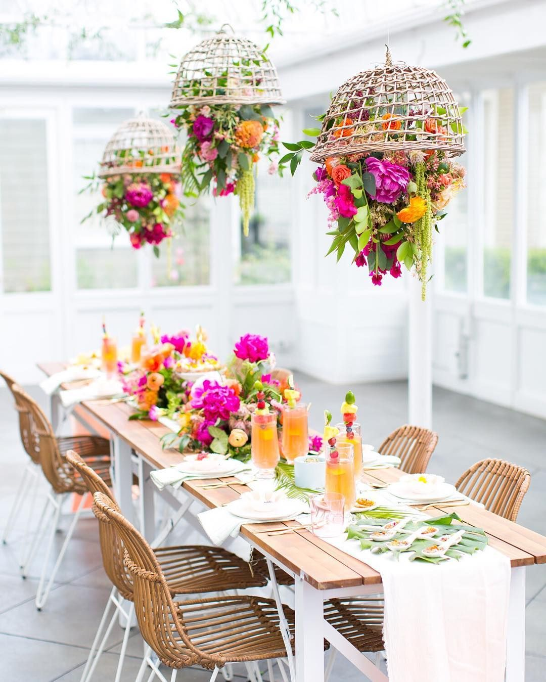 Summer Outdoor Wedding Decorations Ideas 12: Tropical Tablescape (With Images)