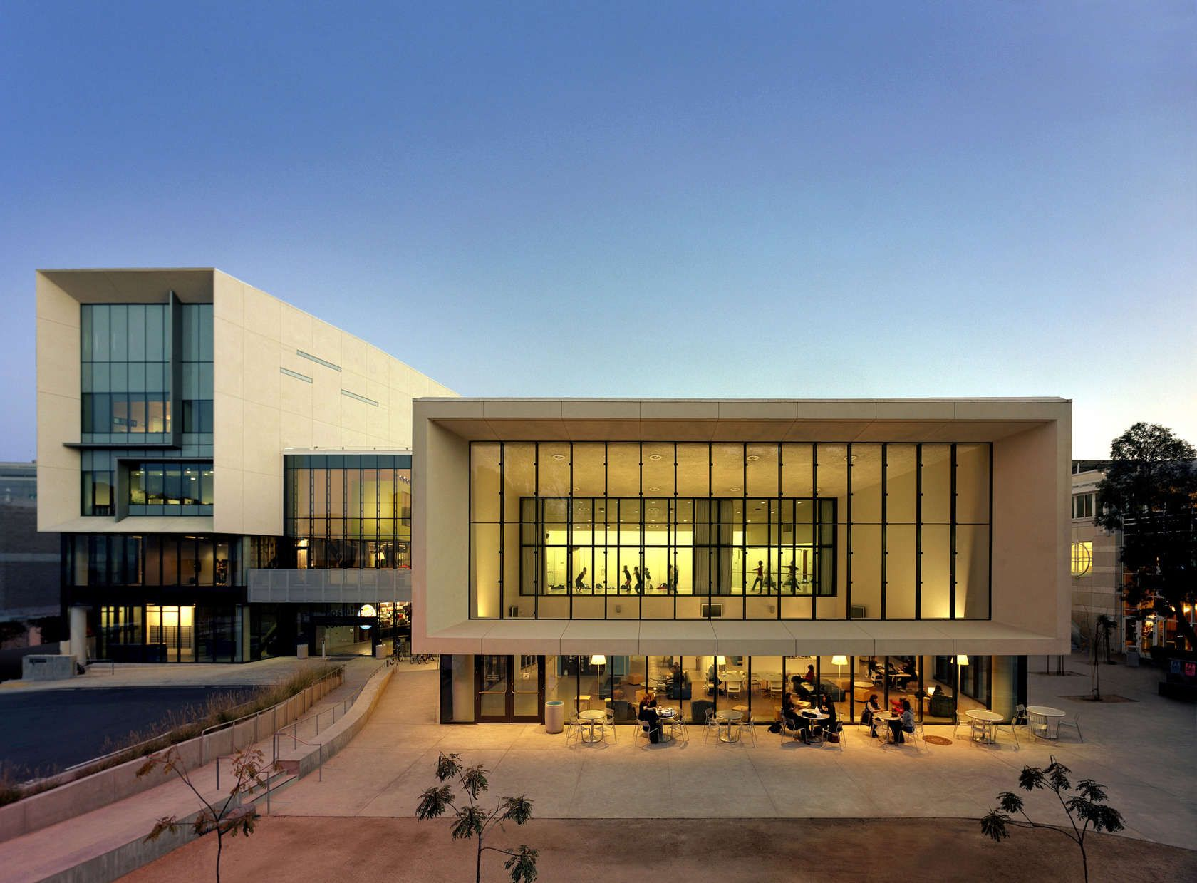 University Of California San Diego Price Center East Campus  # Muebles Canziani