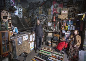 Las carbonerías rescoldos de otra época que sobreviven por la barbacoa