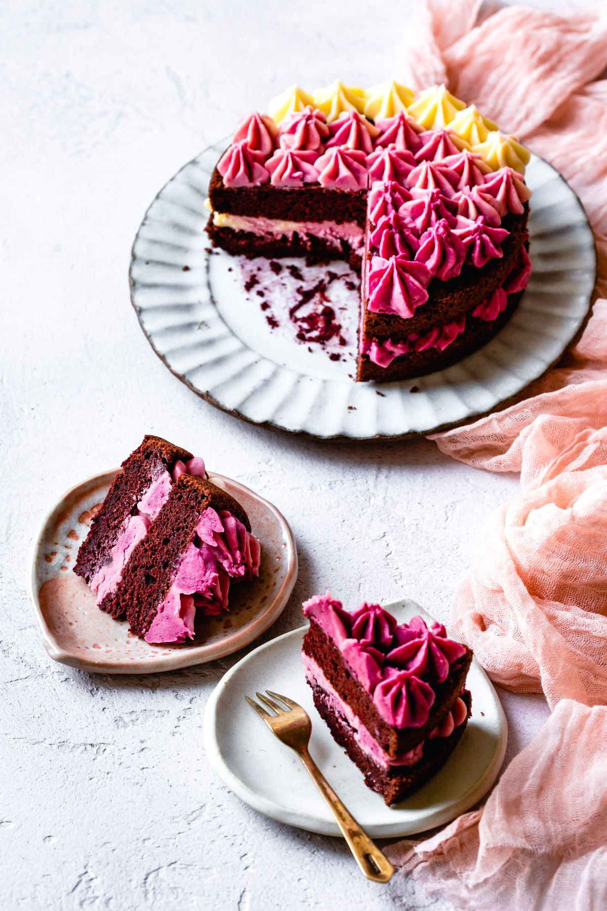This All Natural Gluten Free Red Velvet Cake Gets Its Burgundy Hue From Pureed Beets Beet Cream Cheese Frosting Piped In A Prett Recipes Desserts In 2019