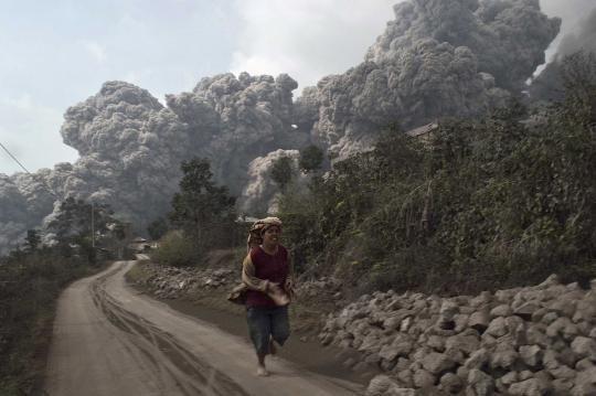 Vulcano Sinabung, 11 morti a Sumatra | tuttacronaca http://tuttacronaca.wordpress.com/2014/02/01/vulcano-sinabung-11-morti-a-sumatra/