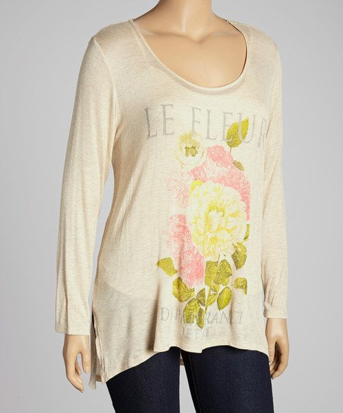 Enjoy laidback days and fun-filled evenings with this scoop neck top! Its trendy hi-low cut, feminine flower motif and fluttery fit take it from a casual pick to a cozy must-have.