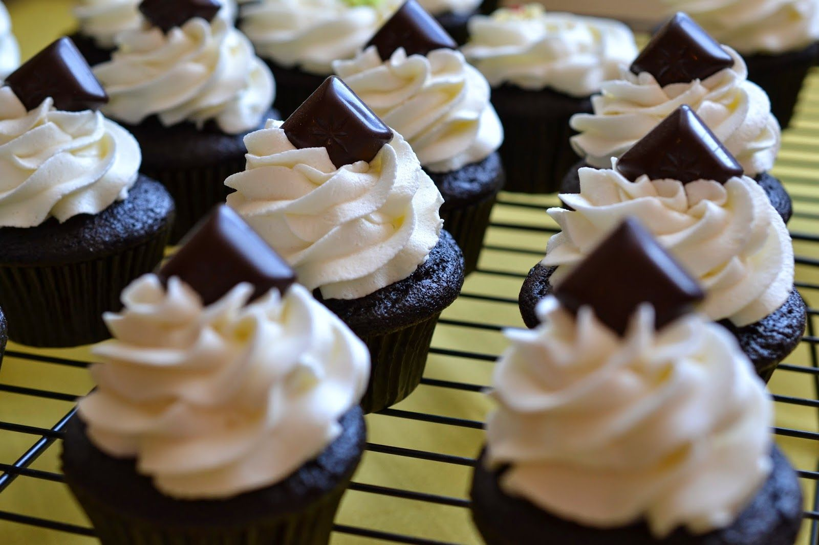 The Sugary Shrink: Filled cupcakes