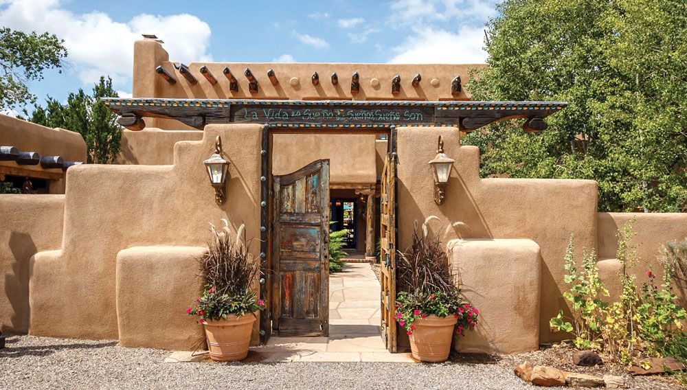 Adobe architecture typifies santa fe s residential style for Modern adobe homes