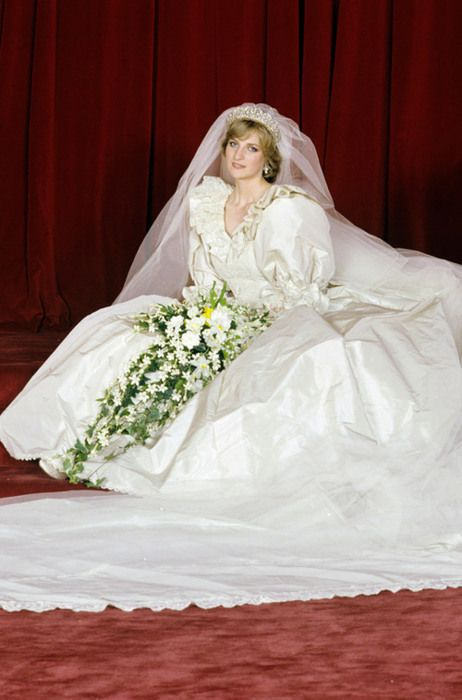 Princess Diana - July 1981. Very beautiful style for the wedding ...