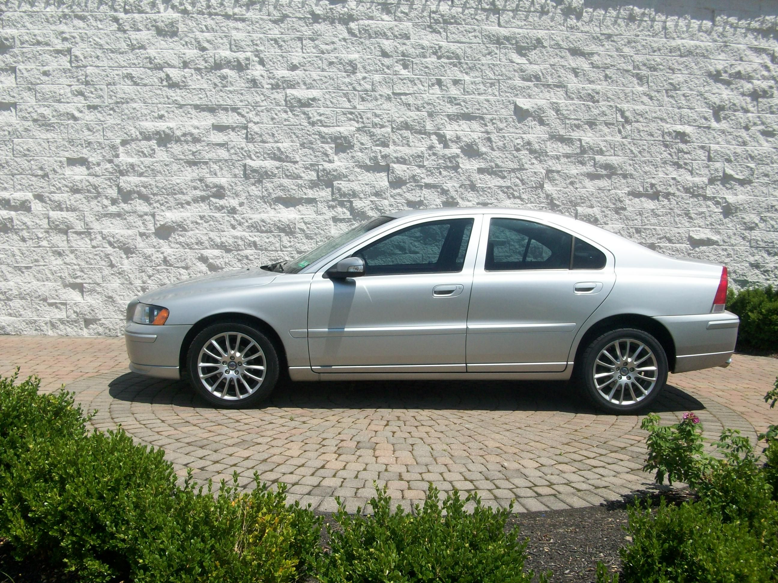 2008 Volvo S60 14 990 Bodystyle 4 Door Sedan Engine 2 5l I 5 Cyl Transmission Automatic Ext Color Silver Int Color Bla Volvo S60 Volvo Volvo Cars
