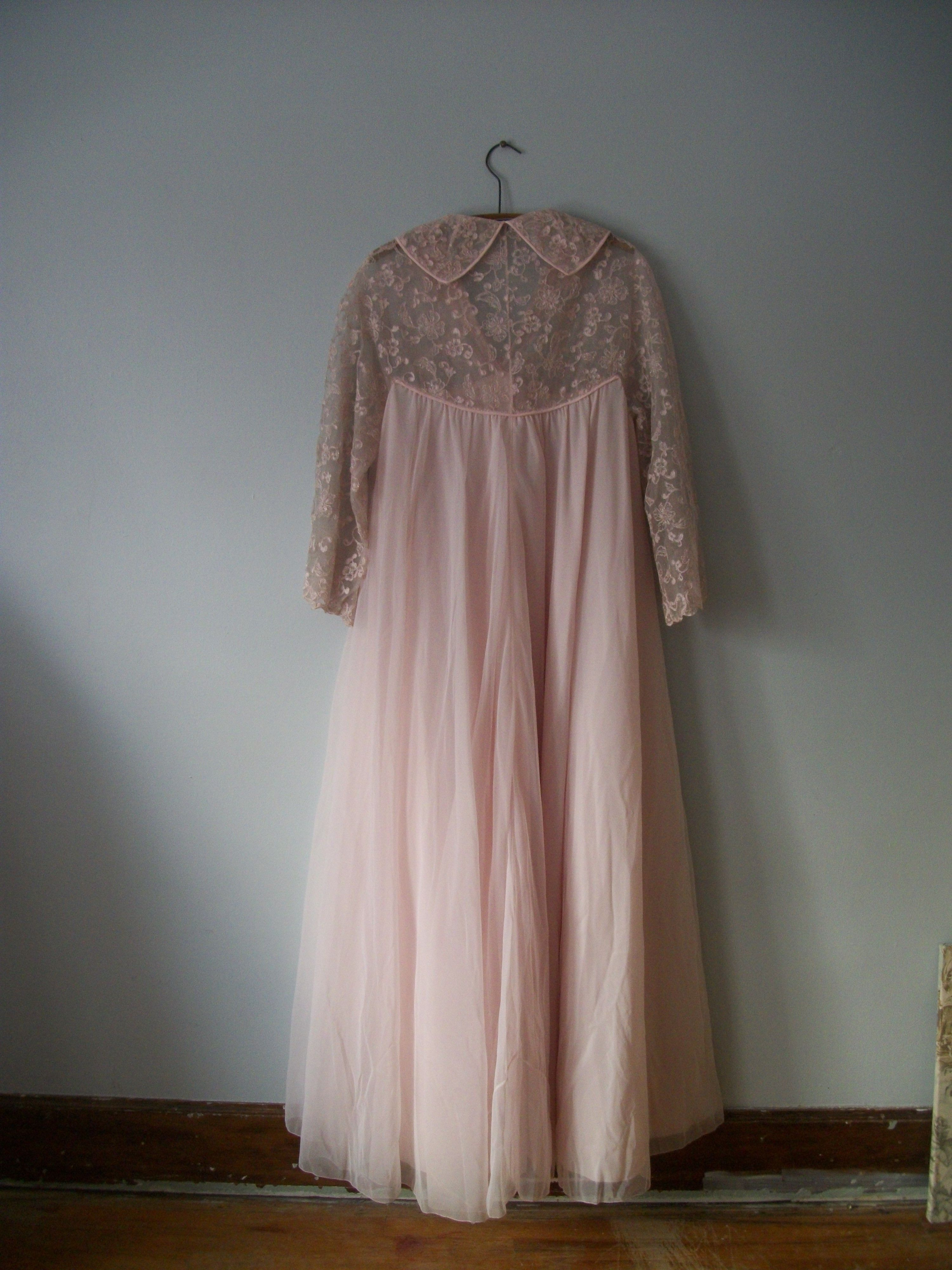 Extraordinary Vintage Pink Chiffon Peignoir Dressing Gown 23 Ft ...