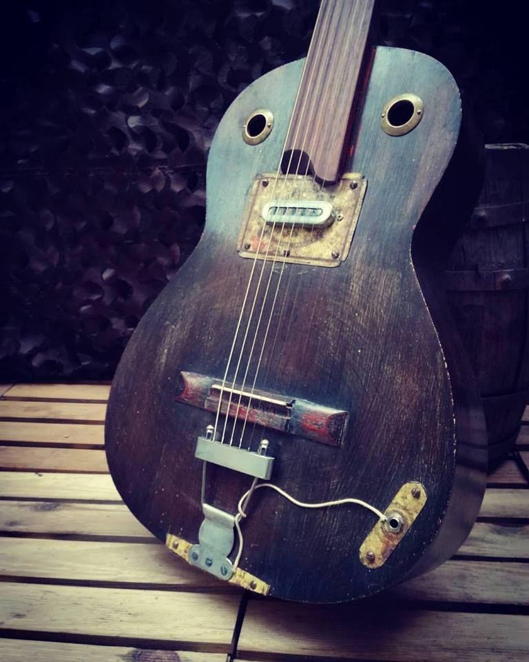 Quidam Guitar Electric Guitar Design Guitar Design Custom Guitars