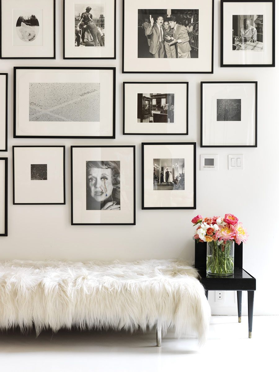 Another black and white gallery wall done right. And pretty obsessed ...