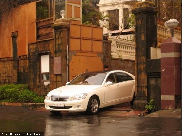 8 Amazing Photos Showing Inside View Of Shahrukh Khans House Mannat