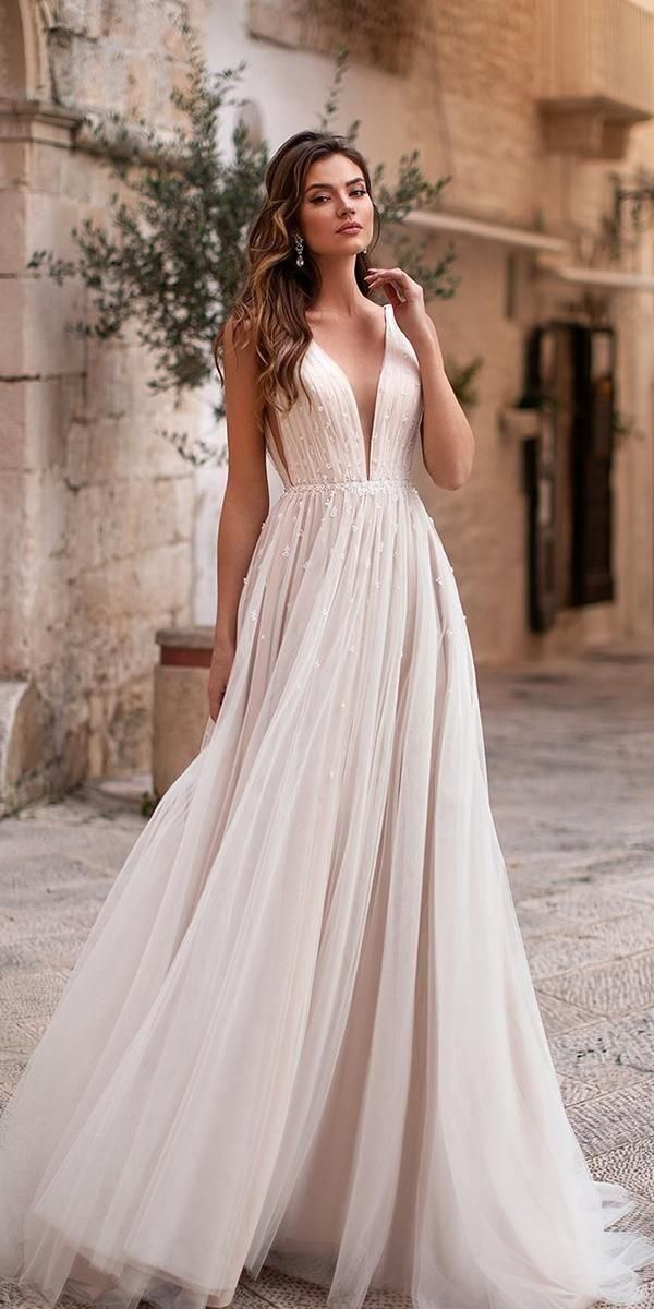 This collection of flowy wedding dresses in chiffon will provide you many gorgeous choices.