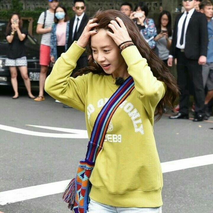 Song Ji Hyo filming We Are In Love in Taipei, April 2016