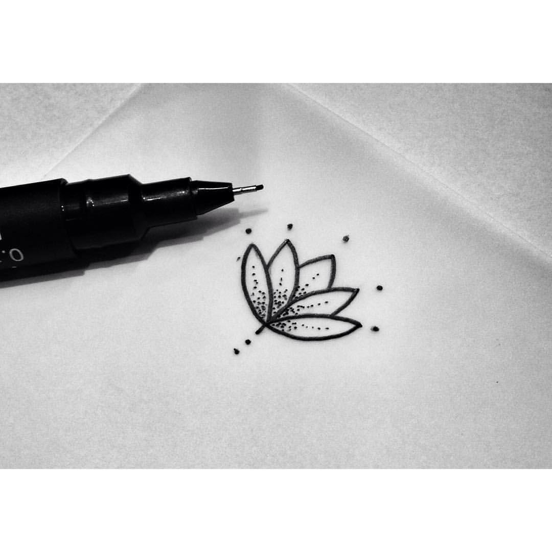 Coup de coeur petite fleur de lotus dotwork tatouage - Petit coeur tatouage ...