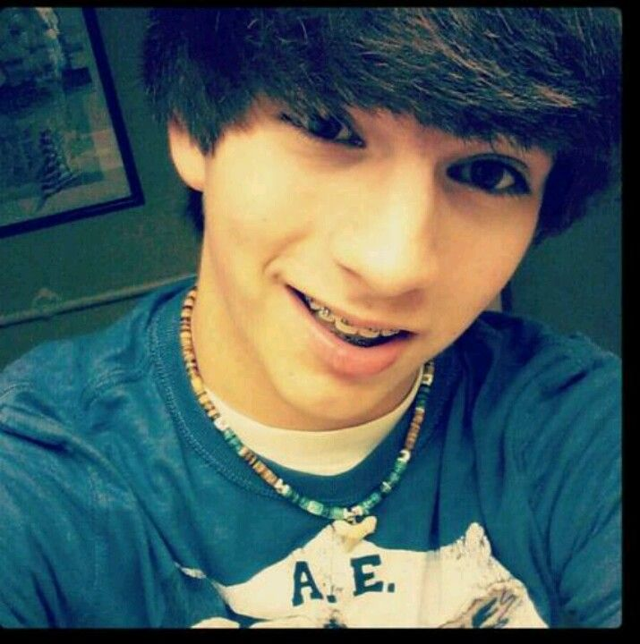 He 39 s gorgeous i love guys with brown eyes and the for Single 13 year old boys