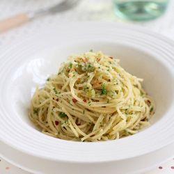 David Rocco's Spaghetti Aglio E Olio  | Favorite Recipes