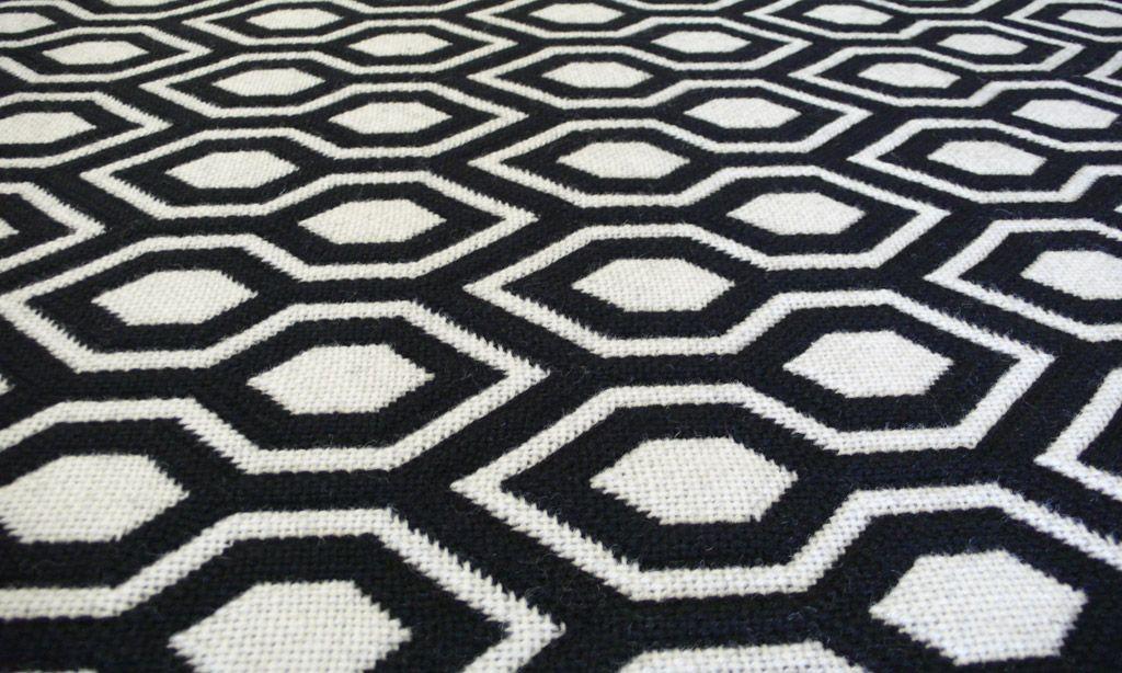 Best Jacquard Flatweave Hex Black White Carpet Black And 640 x 480