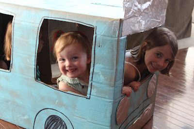 Mo Willems - Don't Let the Pigeon Drive the Bus - free play - photo op (two little birds & a bug)
