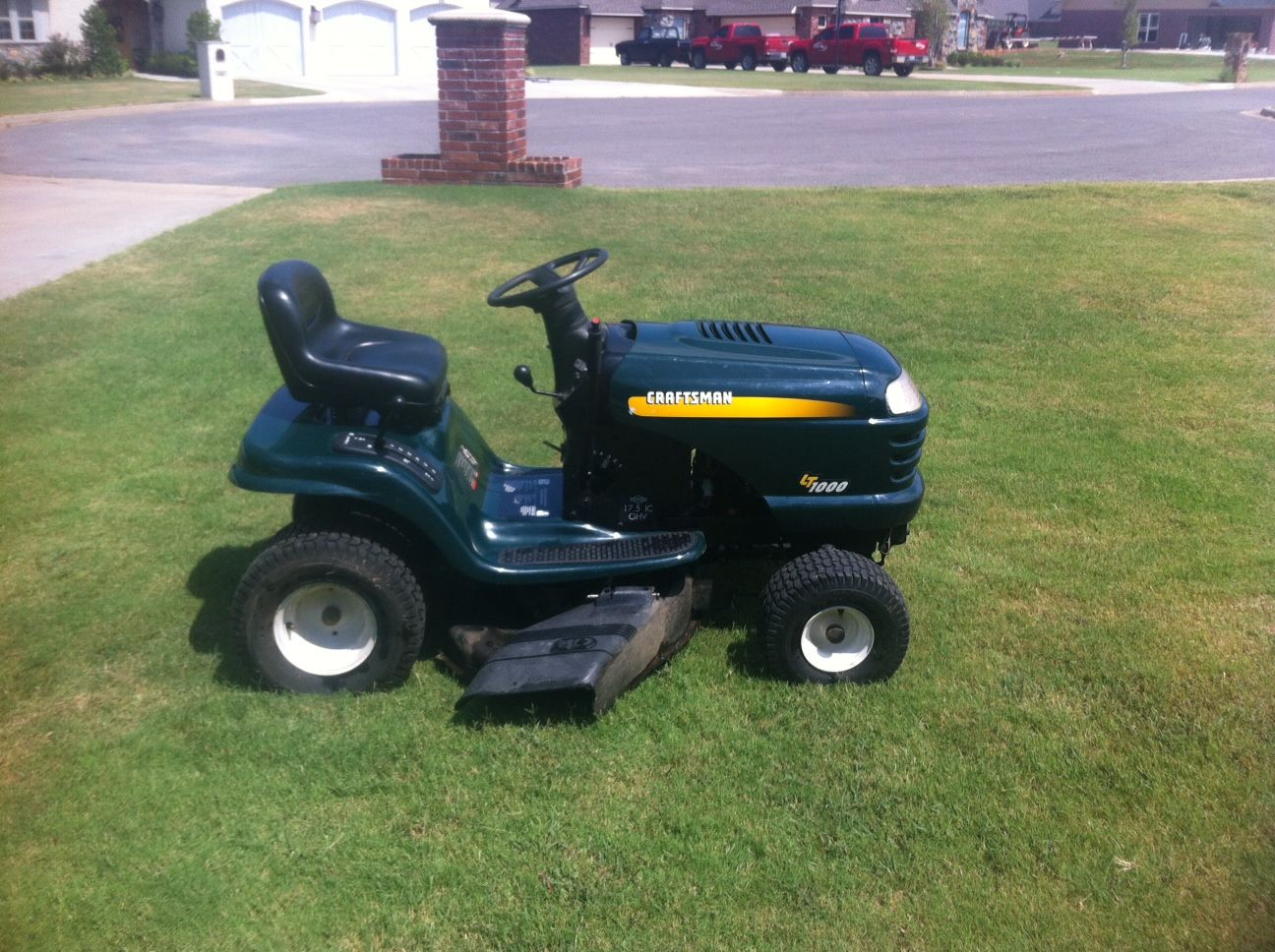 Craftsman Lt1000 Tractor In Fort Gibson S Garage Sale In Fort Gibson Ok For 150 00 This Mower Is Currently Not Running S Fort Gibson Garage Sales Tractors