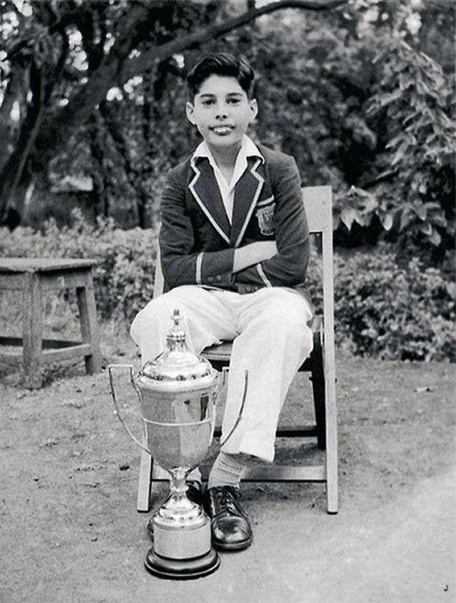 KISAH HIDUP : Freddie Mercury, Legenda Rock Yang Ditumbangkan HIV & AIDS !!