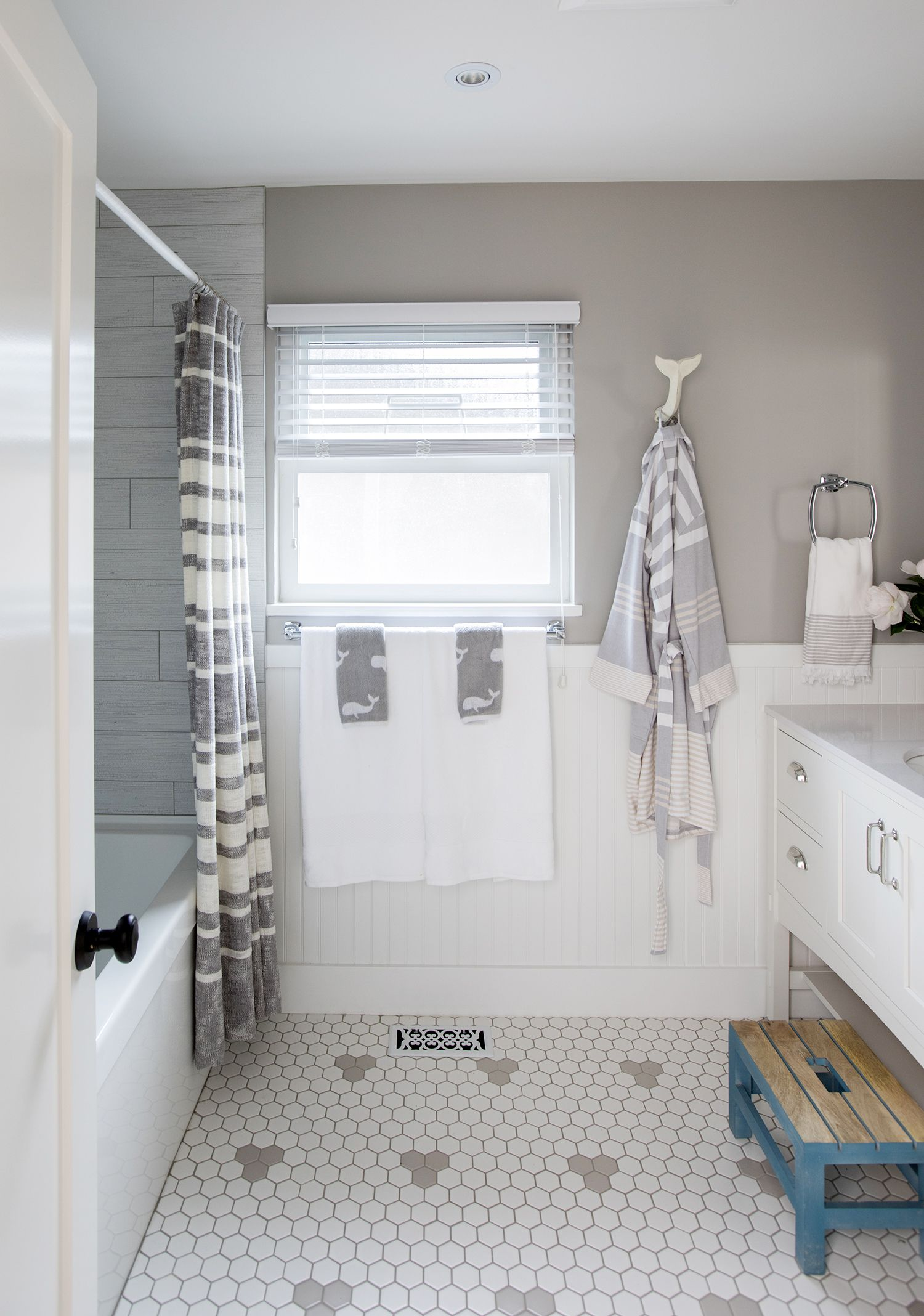 12 Kids\' Bathroom Design Ideas That Make a Big Splash | Pinterest ...