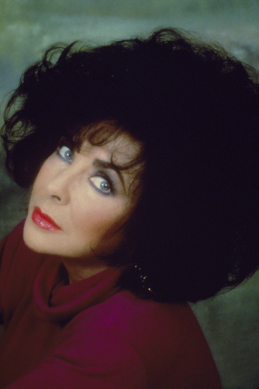 Elizabeth Taylor S Eyes Shown In 14 Rare And Stunning Photos Elizabeth Taylor Eyes Elizabeth Taylor Cleopatra Elizabeth Taylor
