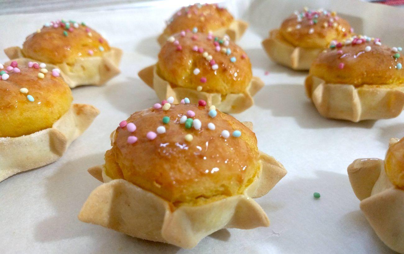 Le pardulas con zafferano sono un dolce tipico sardo con ricotta di pecora e  zafferano.
