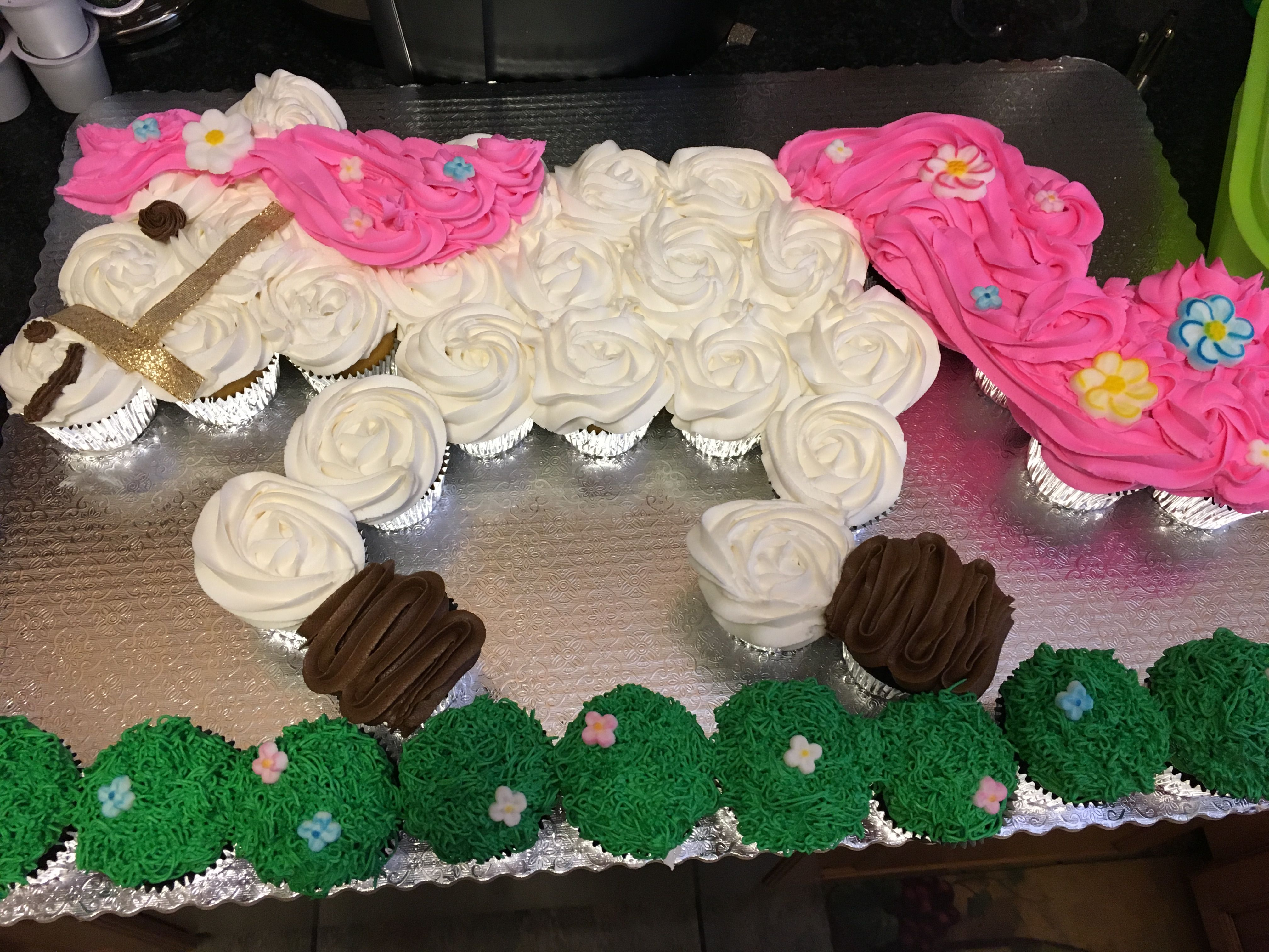 Horse Cupcake Cake In 2019 Horse Theme Birthday Party