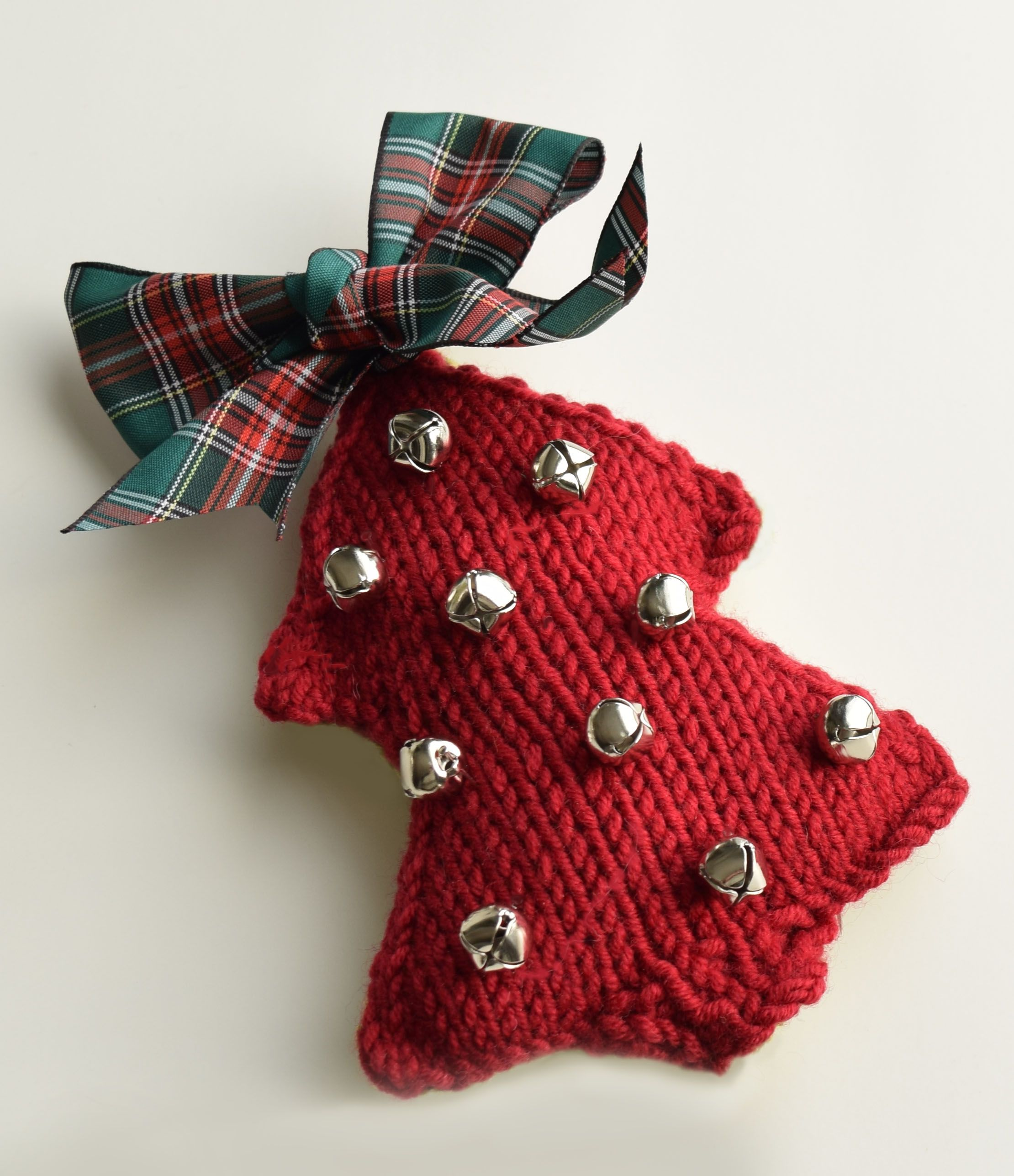 Knit a tree, add some jingle bells, welcome a guest. maddycraft.com ...