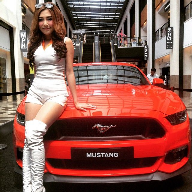 Sexy model for custom cars in la