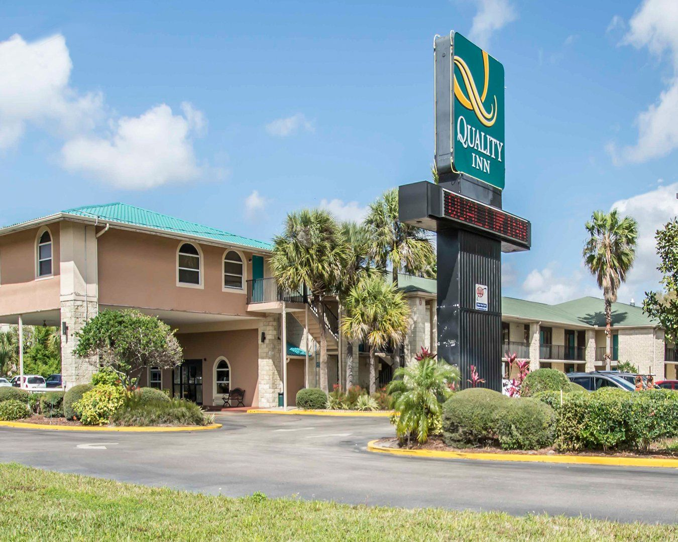 Quality Inn Orlando Airport Hotel Near Universal Studios Seaworld S Congo River Wet