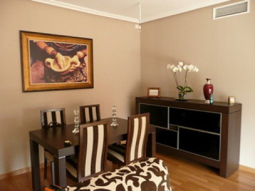 Comedor en color ocre salas pinterest comedores for Pintura beige pared