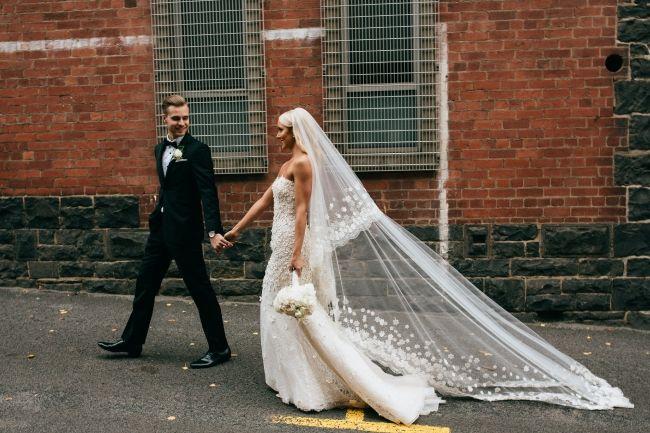 Oscar De La Renta 44e10 Used Wedding Dress Save 75 Second Hand Wedding Dresses Wedding Dresses For Sale Used Wedding Dresses