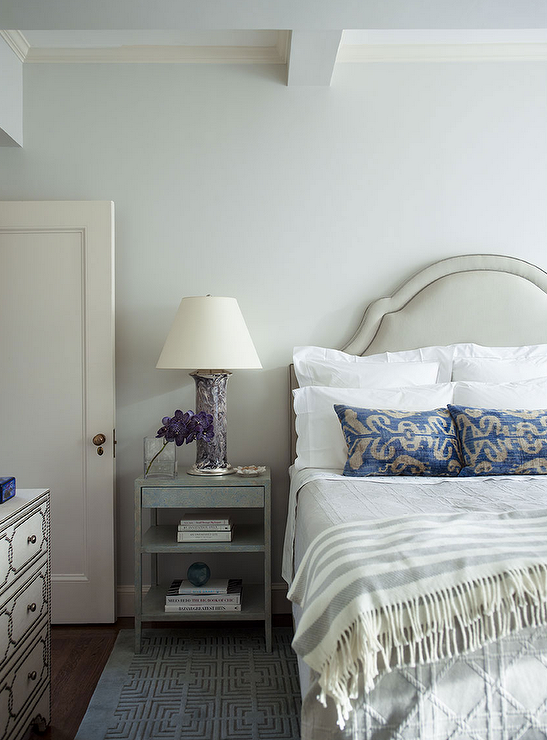 Blue And Gray Bedroom Features A Cream Headboard On Bed Dressed In White Scalloped Bedding Gray Lattice Quilt And Indig Bedroom Decor Gray Bedroom Bedroom Diy
