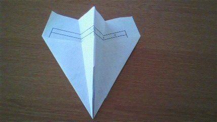 飛ぶ 紙 飛行機 めっちゃ