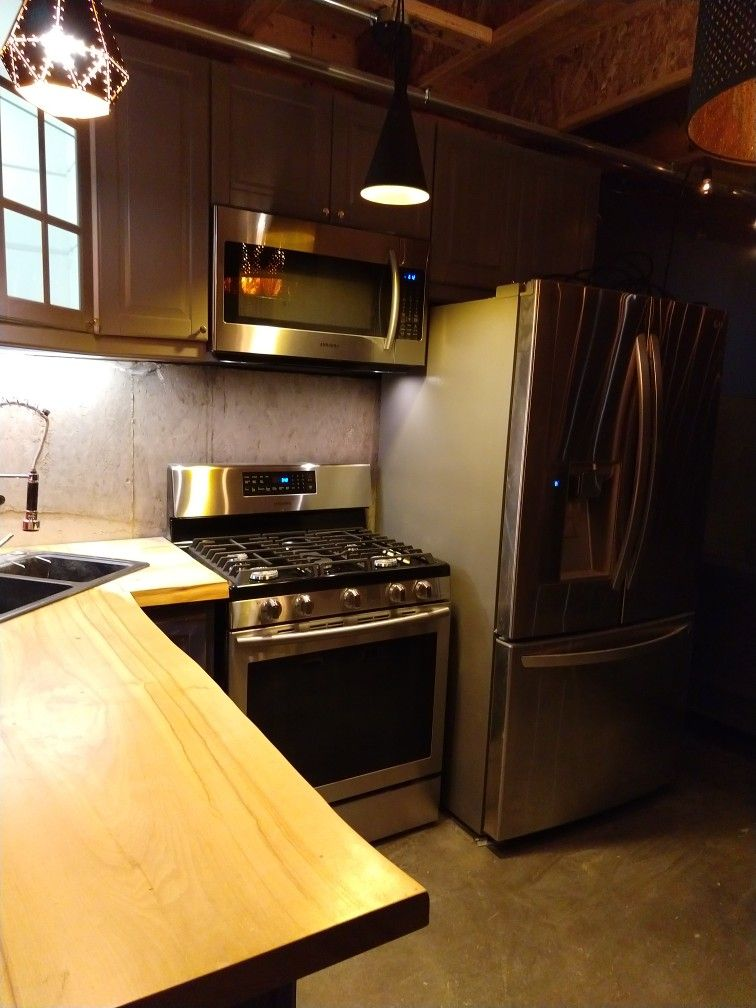 Tiny House Kitchen With Full Size Appliances Kitchen Outdoor Kitchen Design Kitchen Cabinets