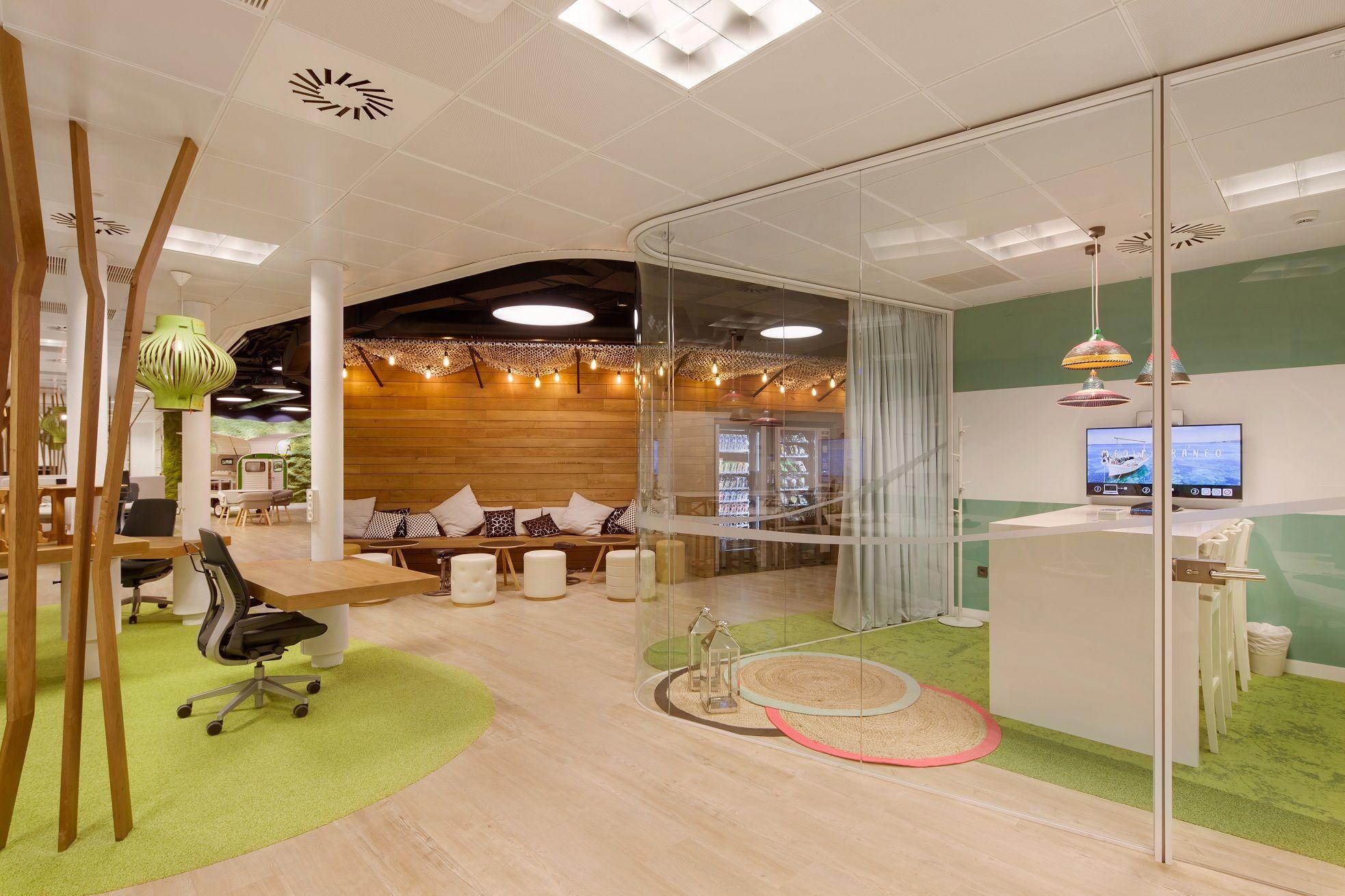 Launge corner de las oficinas de cbre espa a interface for Oficinas de air europa en madrid