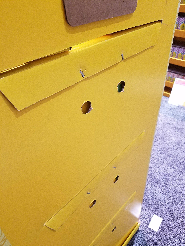 shipper back staples 2 cardboard display details pinterest rh pinterest com