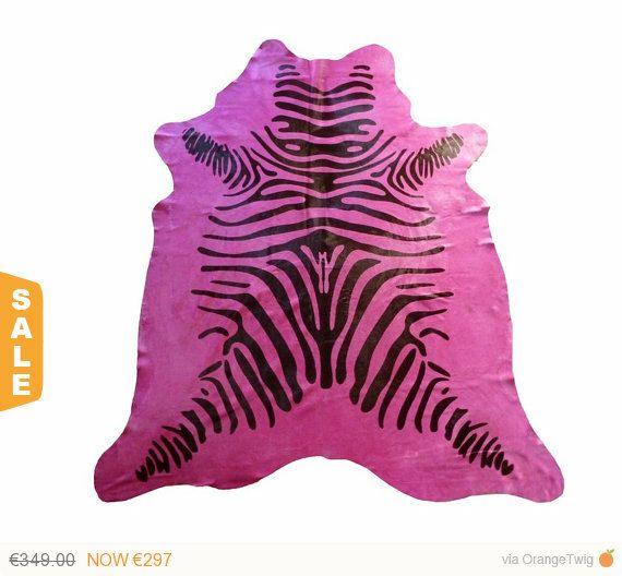 Kuhfell-Teppich mit Zebradruck auf fuchsia por PuraSpain en Etsy - wohnzimmer grau magenta